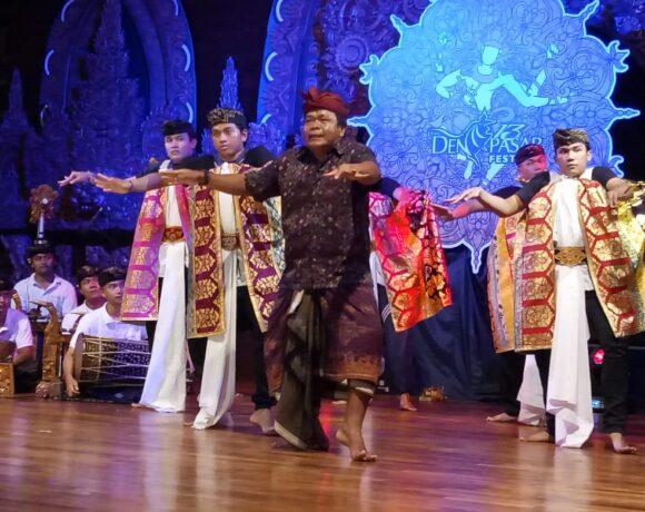 Seni Tradisi Warnai Denpasar Maprawerti